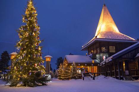 Venäläiset uutissivustot ehtivät jo maalailla venäläisille Suomessa uudenvuoden tienoilla odottavia joulun, revontulten ja saunojen iloja. Kuvassa joulupukin kammari Rovaniemellä.