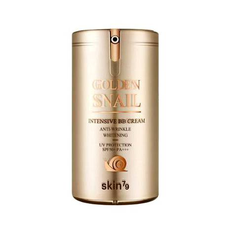 Kolmivaikutteinen BB-voide tasoittaa ihon sävyä ja suojaa tehokkaasti UV-säteiltä. Samalla tehoaineet ja ihoa uudistava etanaseerumi kosteuttavat ja ehkäisevät alkavia ikääntymisen merkkejä. 31,20 €, Eleven.