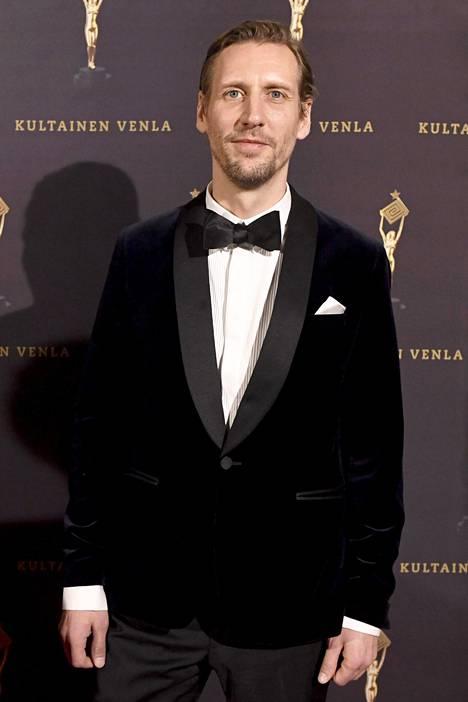 Strang on ehdolla parhaan miespääosan Jussi-palkinnon saajaksi roolissaan elokuvassa Koirat eivät käytä housuja.
