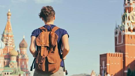 Venäjän johdon kannalta huolestuttavampia ovat nuorten venäläisten asenteet, sillä Gallupin kyselyn mukaan 15–29-vuotiaiden ikäluokassa jopa 44 prosenttia vastanneista pohti muuttoa pois maasta.
