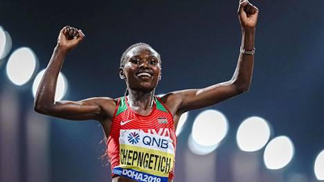 Ruth Chepngetich voitti Dohassa 2019 maratonin MM-kultaa.