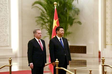 Mikä on presidentin rooli kansallisen turvallisuuden varmistamisessa? Presidentti Sauli Niinistö on ollut yhteydessä Kiinan presidenttiin Xi Jinpingiin, että Suomi saisi Kiinasta kaipaamiaan suojamaskeja. Esimerkki siitä, missä kansallinen turvallisuus ja ulkopolitiikka voivat olla sama asia.