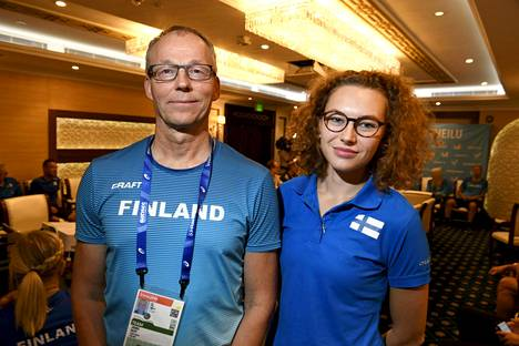 Valmentaja Jouko Kilpi ja Ella Junnila.