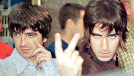 Oasiksen Neol ja Liam Gallagher saapumassa MTV Musi Video Awardseihin 4. syyskuuta 1996 Lontoossa.