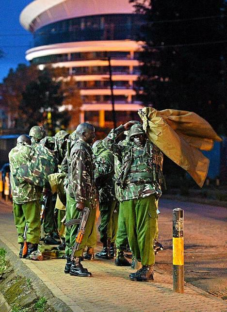 Sotilaat piirittivät Westgaten ostoskeskusta sunnuntai-iltana.