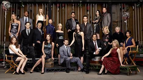 Tältä Kaunareiden näyttelijäjoukko näyttää nykyään.