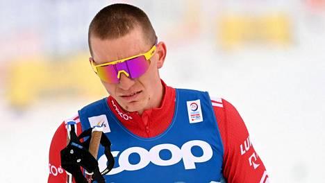 Aleksandr Bolshunov ei peitellyt pettymystään jäätyään mitalien ulkopuolelle vapaan 15 kilometrillä.