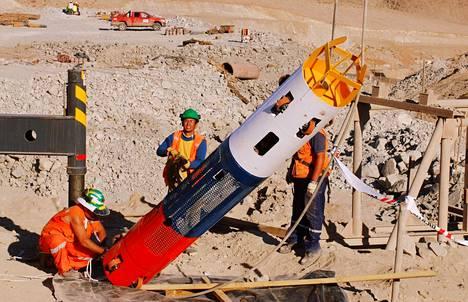 Pelastuskapselille tehtiin viimeisiä säätöjä 12. lokakuuta.