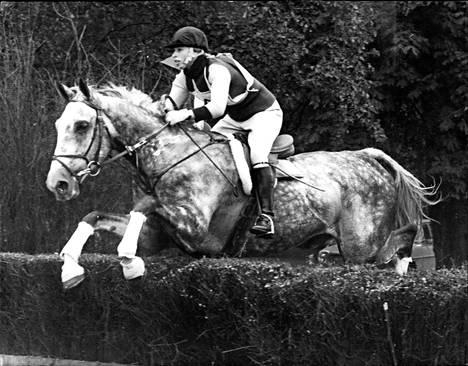 Hevoset ovat Annen suurin intohimo. Hän on kilpaillut ratsastuksessa myös Montrealin olympialaisissa 1976.