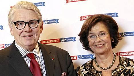 Ilta-Sanomiin pitkään kirjoittanut Lasse Lehtinen ja Eira Palin-Lehtinen.