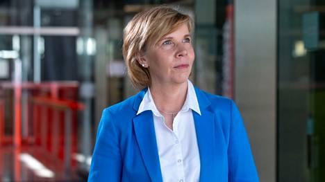 Rkp:n puheenjohtaja Anna-Maja Henrikssonin mukaan rkp:llä on hallituksessa sillanrakentajan rooli.