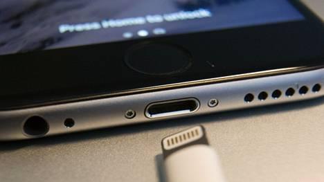 Hyökkäyskaapeli voi muistuttaa erittäin läheisesti esimerkiksi aitoa Applen kaapelia. Kuvassa aito Lightning-kaapeli.