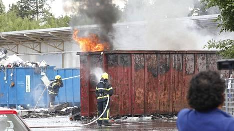 Tulipalo syttyi elektroniikkajätettä keräävässä kierrätyskeskuksessa.