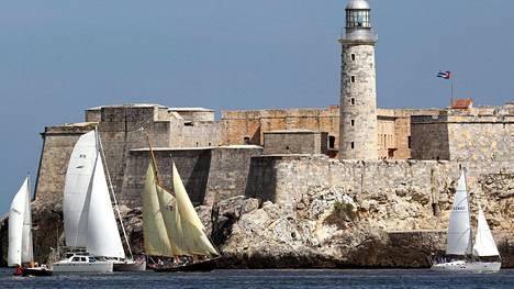 Yhdysvaltalaiset purjeveneet osallistuivat 3.2.2016 Regal Castillo del Morro -tapahtumaan. Ne kuvattiin Kuuban Havannan edustalla. Yhdysvallat ja Kuuba ovat lähentyneet toisiaan viime aikoina.