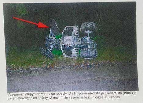 Panu Larnoksen kuljettama mönkijä kuvattuna poliisin esitutkintamateriaalissa.