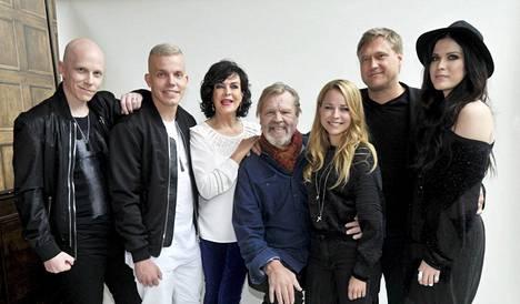 Kolmannella kaudella esiintyivät Toni Wirtanen, Elastinen, Paula Koivuniemi, Vesa-Matti Loiri, Paula Vesala, Samuli Edelmann ja Jenni Vartiainen.