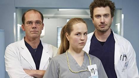 Syke-sarjaan saadaan mukaan uusina kasvoina Nicke Lingnell (vas.) ja Iida-Maria Heinonen. Mukana myös aiemmilta kausilta tuttu Sebastian Rejman.