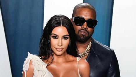 Kim Kardashianin kerrotaan olevan huolissaan Kanyen henkisestä tilasta.