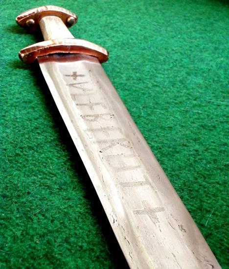 Ulfberth oli miekkojen aatelia. Vähemmän tunnettu merkkipeli oli Ingelrii.