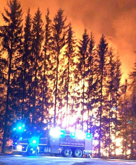 Historiallinen Könkkölän kartano tuhoutui tulipalossa Jämsässä.