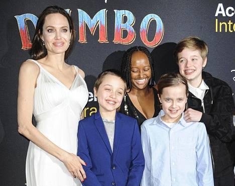 Angelina Jolie ja lapset Shiloh, Vivienne, Zahara ja Knox.