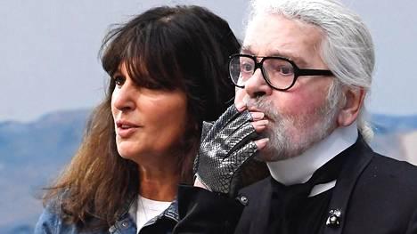 Chanelin uusi pääsuunnittelija on jo selvillä – nainen työskenteli Lagerfeldin rinnalla 30 vuotta, silti kukaan ei tunne häntä