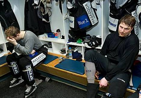 TPS:n pelit päättyivät lyhyeen viime keväänä. Aki Berg (oik.) uskoo joukkueen menestyvän paremmin ensi kaudella.