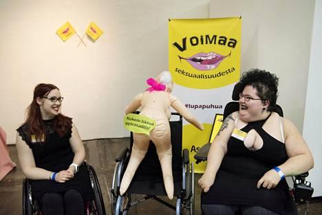 Hanna ja Riikka haluavat nostaa esiin vammaisten seksuaalioikeuksia. Kaksikon mukaan Sexhibition on siihen oiva mahdollisuus.