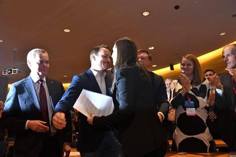 Marin sai onnitteluhalauksen puolisoltaan tultuaan valituksi Sdp:n pääministeriehdokkaaksi 8. joulukuuta.