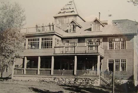Kossalmen huvila kuvattuna vuonna 1942.