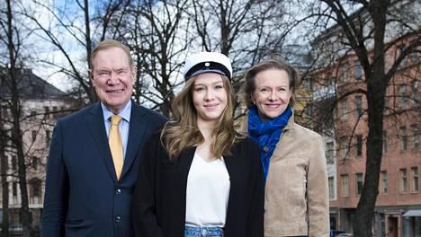 Paavo ja Päivi Lipposen Emilia-tytär on tuore ylioppilas.
