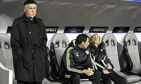 Carlo Ancelotti saa uuden apurin.