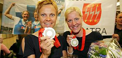 Minna Nieminen (vas.) ja Sanna Sten saavat huippuyksilötukea Olympiakomitealta.
