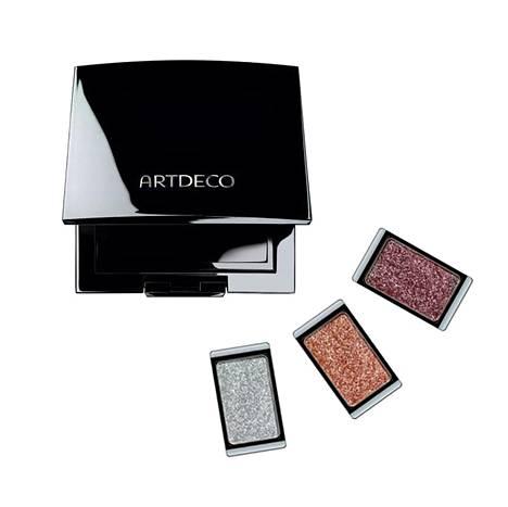 Artdeco Beauty Box Trio -rasia 12 €, luomivärinapit 8 € / kpl. Saatavilla valikoiduista kauneushoitoloista kautta maan, jälleenmyyjät ailaairo.fi.