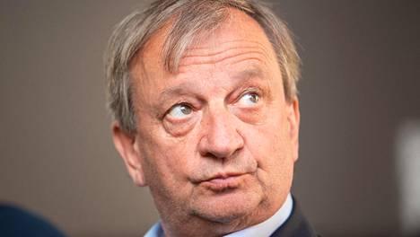 Kansanedustaja Hjallis Harkimo menetti ajokorttinsa.