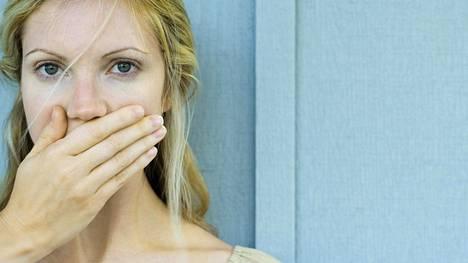 Karieksen lisäksi suuta uhkaa myös vähemmän tunnettu riski: suun ja hampaiden krooniset tulehduspesäkkeet.