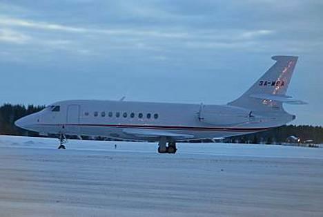 Tämä ruhtinas Albertin yksityisjetti nähtiin Kuusamon lentokentällä maanantaina.