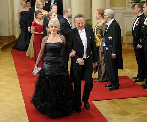 Tasavallan presidentti kunnioitti Riitta Korpelan mittavaa uraa lasten parissa kutsumalla tämän puolisoineen Linnan juhliin 2011.