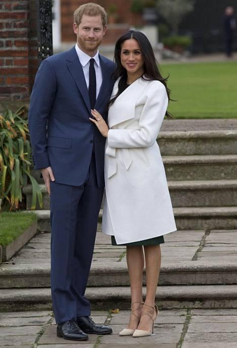 Meghan oli pukeutunut tilaisuudessa samaan P.A.R.O.S.H. -merkkiseen tummanvihreään villamekkoon, mikä hänellä oli yllään herttuaparin ilmoittaessa kihlauksestaan medialle.
