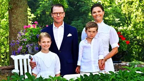 Kruununprinsessa Victorian syntymäpäiväkuvat koko perheen kera julkaistiin.