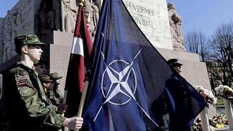Viro, Latvia ja Liettua liittyivät Natoon maaliskuun lopulla 2004. Liittosuhteen 10-vuotisjuhlaa vietettiin muun muassa Riikassa 29. maaliskuuta.