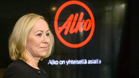 Vuonna 2015 Alkon toimitusjohtaja Hille Korhosen tulot olivat yhteensä 432 088 euroa.