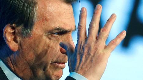 Kansainvälinen paine Brasilian presidenttiä Jair Bolsonaroa kohtaan on kasvanut Amazonin maastopalojen jatkuessa.