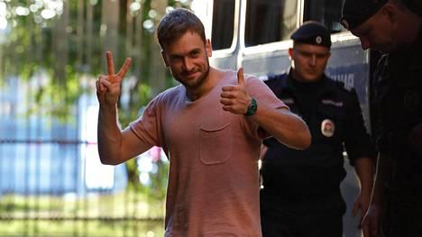Pjotr Verzilov iloitsi vapautumistaan maanataina.