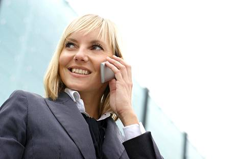 Vaaleahiuksiset naiset voivat joutua työelämässä todistelemaan enemmän pätevyyttään kuin toiset.