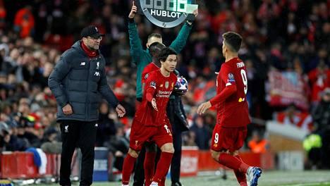 Liverpoolin manageri Jürgen Klopp (vas.) on pitänyt Atletico Madrid-ottelun pelaamista 11. maaliskuuta lähes rikokseen verrattavana tekona.