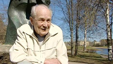 Orvo Björninen pääsi kertomaan tarinansa kirjassa.