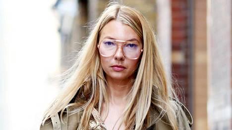 Katumuotia Lontoosta. Valitsi sitten trendilasit tai hillitymmät pokat, silmälaseissa kannattaa aina kiinnittää huomiota oikeaan kokoon ja mittasuhteisiin.