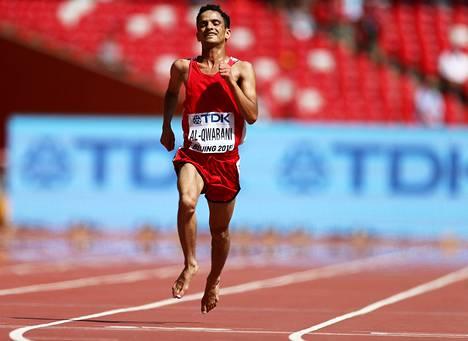Käy se näinkin. Jemenin Abdullah al-Qwabani taivalsi 5000 metrin matkan paljain jaloin.