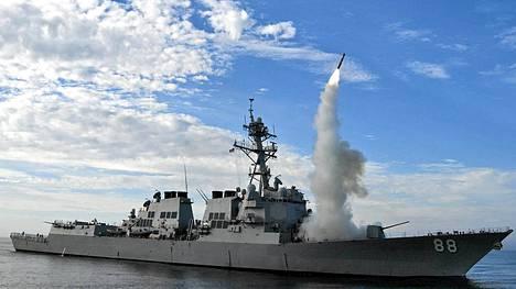 USS Preble kuuluu Yhdysvaltojen Arleigh Burke -luokan ohjushävittäjiin. Kuvassa testataan Tomahawk-risteilyohjuksen laukaisemista Kaliforniassa vuonna 2010.